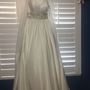 Allure Bridals new wedding dress with tags